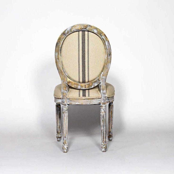 La chaise médaillon est composée d'un tissu imprimé en coton motif lignes, et d'une assise en bois d'une densité de 24kg . Elle vous offrira tout le confort nécessaire pour vos moments de détente. Son tissu est traité anti tache. Ses pieds enhêtre vous garantiront solidité et stabilité.