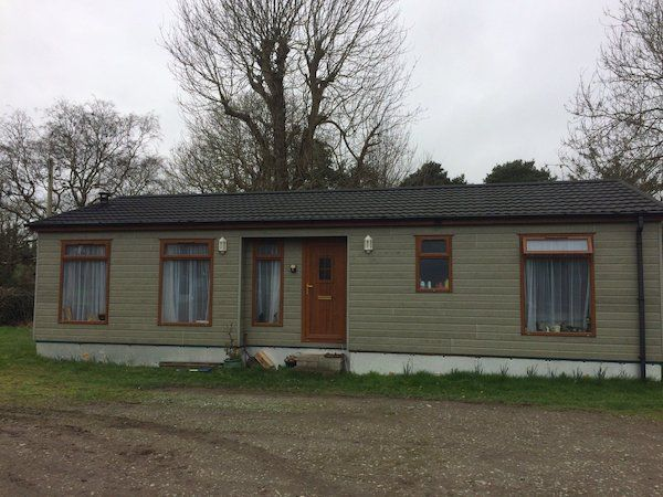 2 bed modular home for sale off site. 6 years old20ft X 40ft-Bed 1 - 10ft x 10ft with built in wardrobe