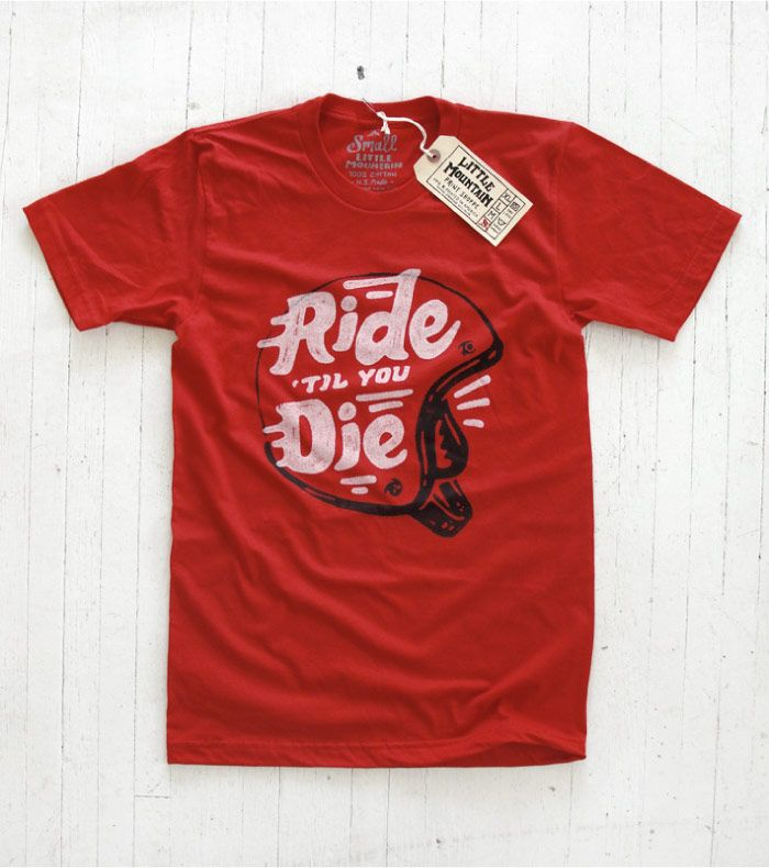 """Little Mountain Print Shoppe  Pour clôturer la journée, voici une petite découverte bien sympathique ! Il s'agit de Little Mountain, une petite marque indie établie à Lincoln dans le Nebraska. Fondée en mars 2011 en plein coeur des Grandes Plaines, le label joue à fond le style vintage, voir """"old fashion"""". Basés sur les codes de l'Amérique...  http://www.grafitee.fr/tee-shirt/little-mountain/  #lifestyle #fashion #Tshirts #apparel #Nebraska"""
