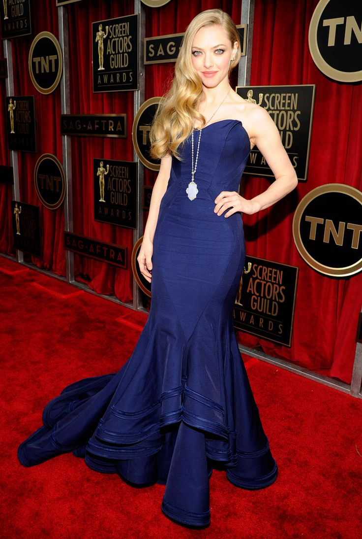 Amanda Seyfried is amazing in a blue Zac Posen strapless mermaid gown. Love it! I love her hair but the necklace is a bit of a distraction. Other than that work it, Amanda =]