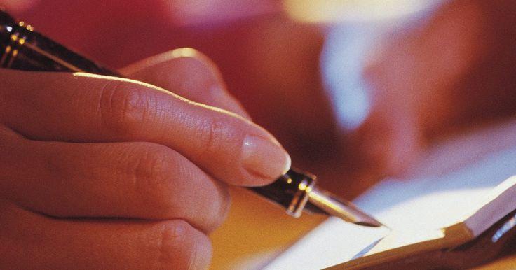 """Cómo formular una idea de negocios resumida. ¿Qué es un resumen? Es simplemente una visión en conjunto de los puntos principales de un concepto o idea. Una idea de negocios resumida también puede ser conocido como """"síntesis"""" o """"resumen ejecutivo"""". Si quieres formular una, primero debes organizarte. La comunicación concisa es clave para ver tu sueño realizado."""