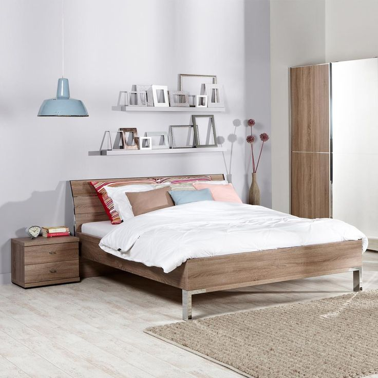 Jouw bed is pas echt af met een mooie bedbak. Kies daarom voor ledikant Livenza: een sterke box van spaanhout met een prachtige, natuurlijke look. Hij wordt compleet geleverd met moderne, metalen pootjes en een bijpassend, eikenkleurig hoofdbord.