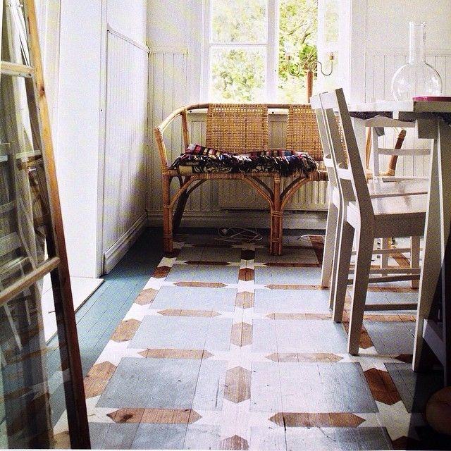 målat trägolv