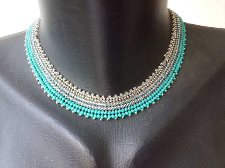 Herringbone Necklace - U need to bead it lengthwise with sees beads size 11, 10, 8. U start with 6 beads, 2 X each size. you can use size 15 for the sides embellishment.