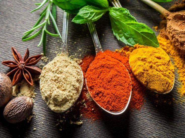 Škorica, kurkuma, majorán, červená paprika a zázvor. Tieto druhy korenia nechýbajú v kuchyni odborníka na výživu Igora Bukovského a mali by sa nachádzať aj v tej vašej. Dôvodom sú ich zdravotné účinky, ktoré ocenia zdraví i chorí!
