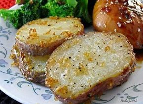 Ingredients:  2 lbs red potatoes, sliced 1/2 inch thick  1/3 cup vegetable oil……  1 (1 ounce) envelope dry onion soup mix  grated parmesan cheese  pepper    Directions:  1 – Combine all ingredients in a large plastic bag, seal and shake until well coated.  2