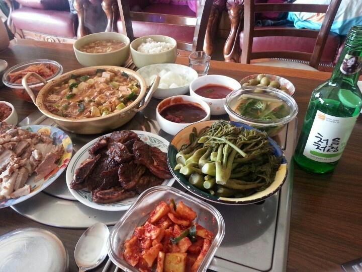 푸짐한 밥상~^^반주로 한잔