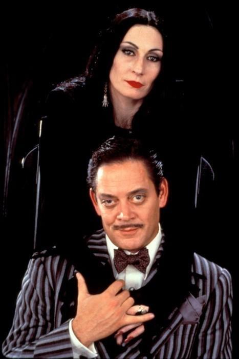 Anjelica Huston and Raul Julia, The Addams Family (1991).