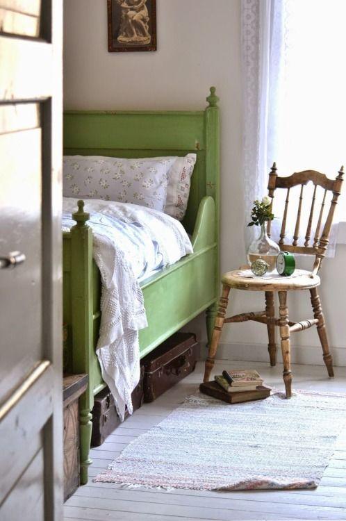 Nice idea for a guest bedroom. Lovely old chair. elleeste-belle: tantemonica.blogspot.no