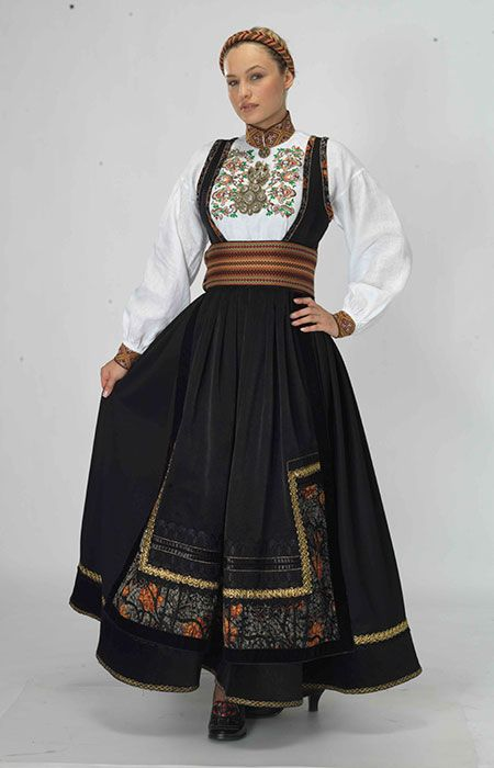 Norwegian folk dress | Beltestakk_beige.jpg (450×700)