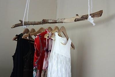 Harmoni i hemmet: En pinne som klädhängare