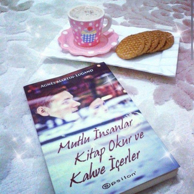 kitap kahve kurabiye kombinasyonu