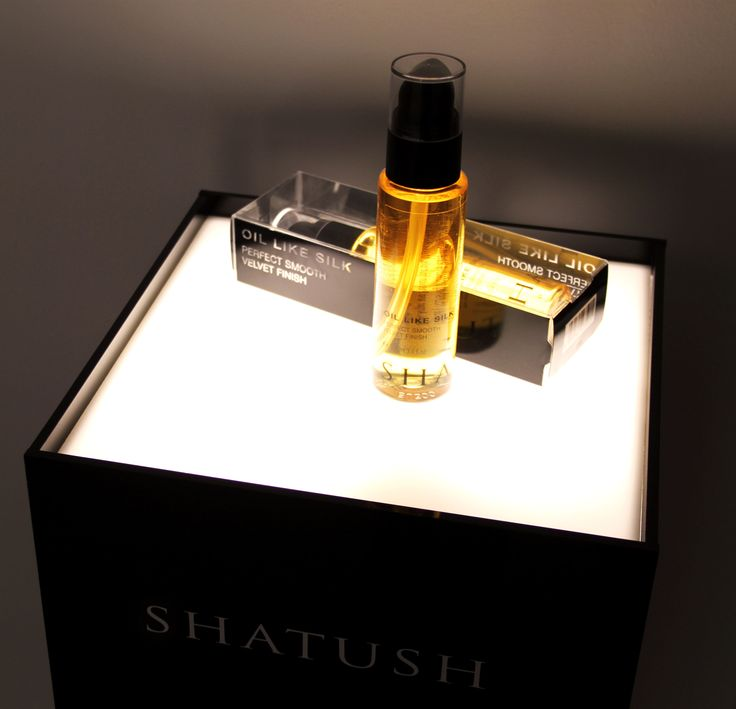 Shatush Oil Like Silk. Use it on damp hair before blow-drying for texturizing-smoothing action or on dry hair for more intense shine and anti-frizz. #shatush #antifrizz #hairtexture http://www.shatushproducts.com/new_hairoil.php