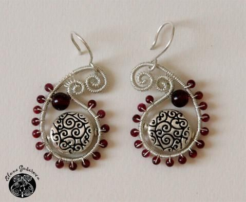 Turkish cucumber earring in red, black and silver made on memory wire