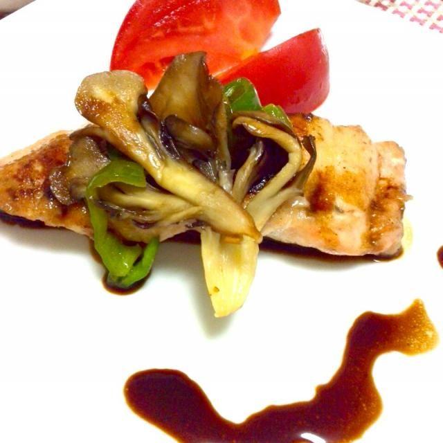 大好きな鮭とバルサミコ酢を使いたいと思って作りました☆ - 27件のもぐもぐ - 秋鮭のムニエル☆バルサミコソースがけでいただきまーす by kahopinochu36