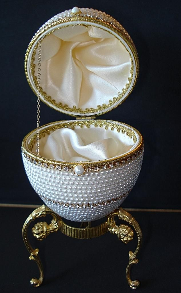 Pearl Covered Musical Ostrich Egg - I might start making these if I can find somewhere to get the eggs.