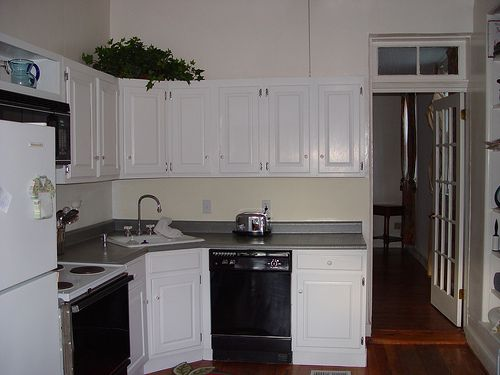 Best 25 inexpensive kitchen cabinets ideas on pinterest for Cheap way to redo kitchen cabinets