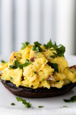 Recipe: Portobello Mushrooms Stuffed with Scrambled Eggs