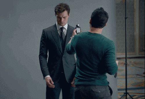 "Aquí él está en un fuerte de tres piezas. | Christian Grey Strips Down In The New ""Fifty Shades Of Grey"" Trailer"