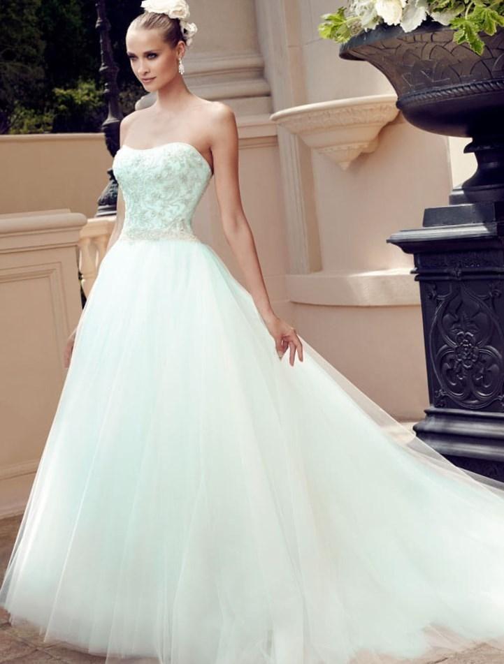 Как можно украсить свадебное платье - http://1svadebnoeplate.ru/kak-mozhno-ukrasit-svadebnoe-plate-3318/ #свадьба #платье #свадебноеплатье #торжество #невеста