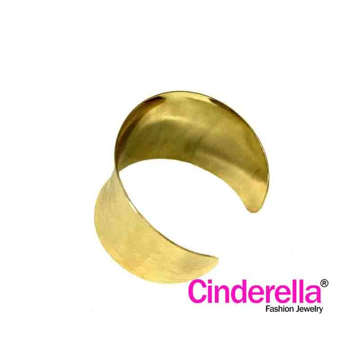 Gelang Etnik dengan warna dasar emas dan motif salur. gelang ini cocok bagi ladies yang feminin untuk bepergian, hangout bersama sahabat, rekan kerja. Yu sai, kaka, tante, diorder barang baru n caemmm !!!