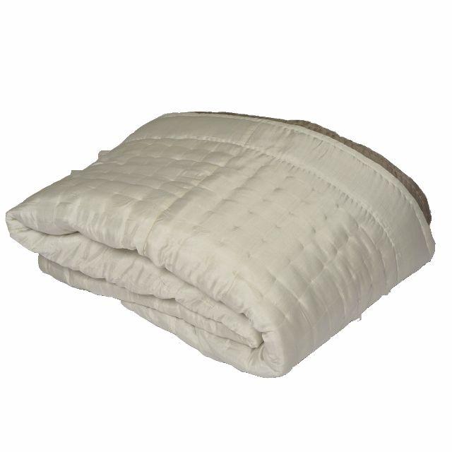 21 best linge de lit silk quilted bed covers images on. Black Bedroom Furniture Sets. Home Design Ideas