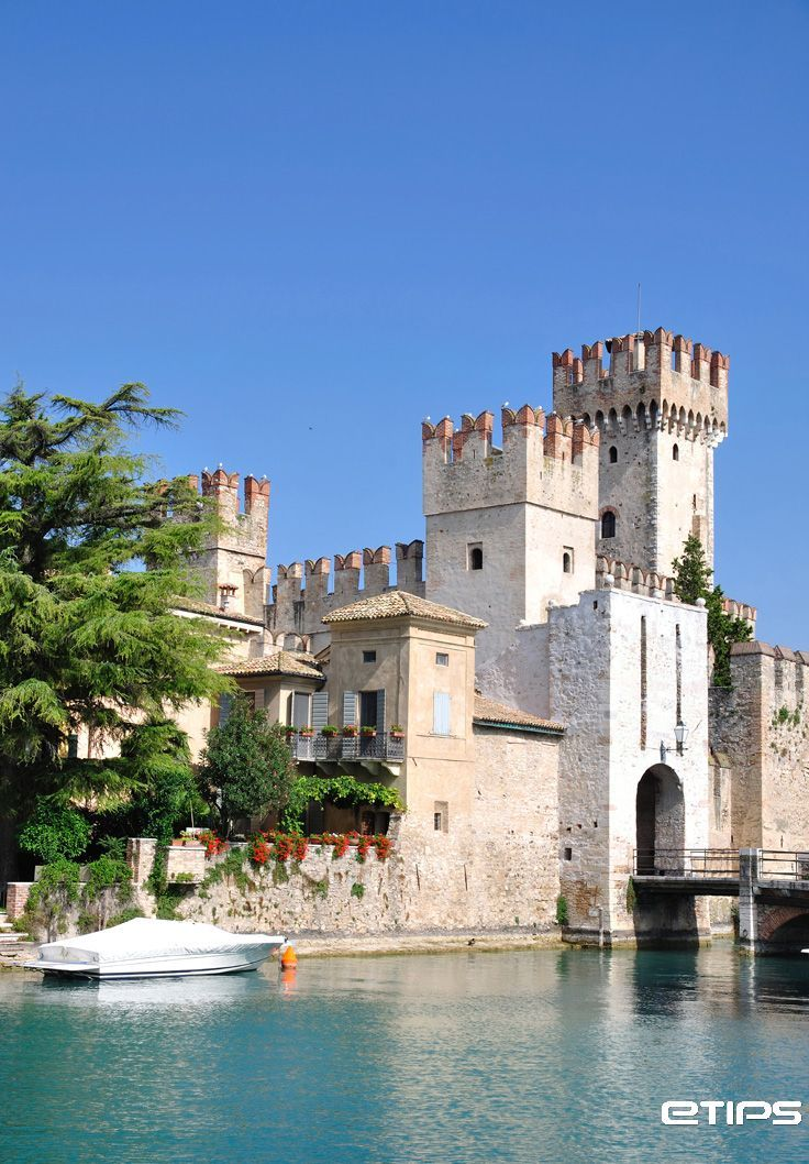 castle of Sirmione - Italy - 45°28′10″N 10°36′22″E