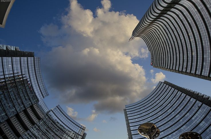 UP TO THE SKY - Milano Piazza Gae Aulenti