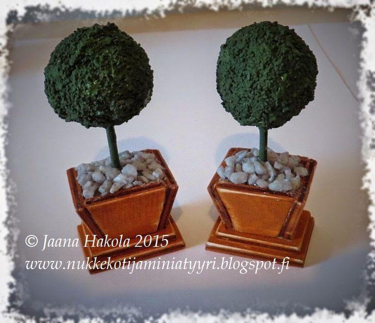 Jaanan nukkekoti - Jaana's dollhouse: DIY: Pyöreät pensaat ruukussa / Round bushes in pots 1:12