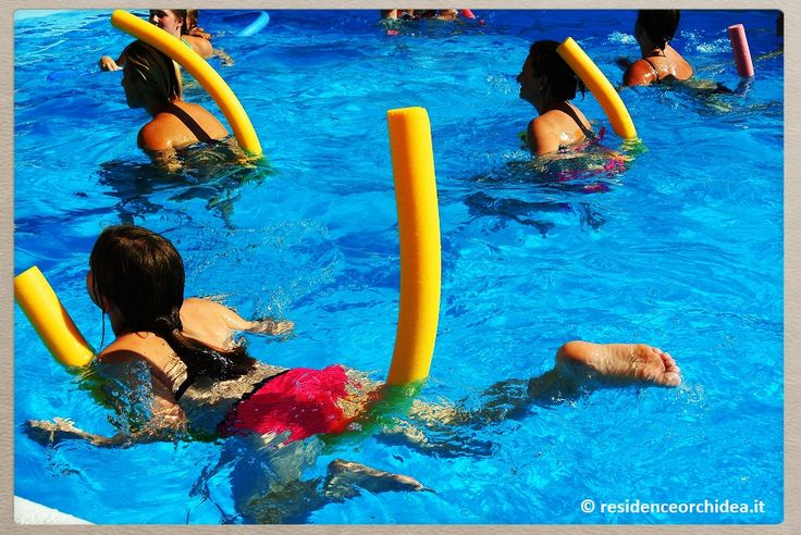 delfini e cavallucci in #piscina al #residenceorchidea #pietraligure #visitresidenceorchidea #rivieraligure #italianriviera #appartamenti in #liguria per #famiglie e #bambini. divertimento e nuovi amici  http://www.residenceorchidea.it