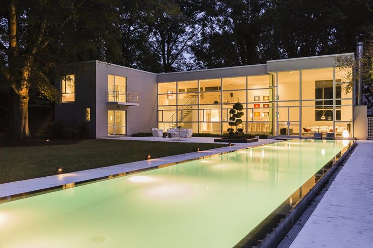 Modern glass house in Raleigh. Photo by @catnguyenphoto. Photographed for @waltermagazine.