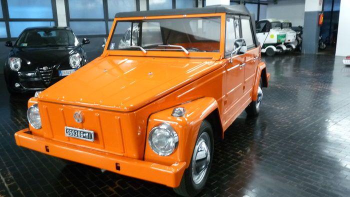 """Volkswagen - Tipo 181 """"Pescaccia"""" - 1970  Volkswagen Tipo 181 """"Pescaccia"""" - 1970DETAILS- Afgelezen kilometerstand: 3000 km- Cilinderinhoud: 1493 cc- Vermogen: 44 pk- Interieur: zwarte hemelBESCHRIJVINGMooie Volkswagen Tipo 181 1-serie uit 1970 volledig gerestaureerd met nieuwe motor 3.000 km 15"""" velgen. Originele Italiaanse kentekenplaten en kentekenbewijs.GESCHIEDENISDe Tipo 181 was een torpedowagen geproduceerd die tussen 1969 en 1983 door Volkswagen is geproduceerd. Het voertuig had…"""