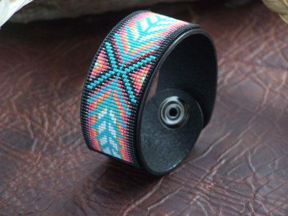 Bracelet cuir Chevron perles amérindiennes avec des couleurs douces et coucher de soleil du sud-ouest par LJ Greywolf