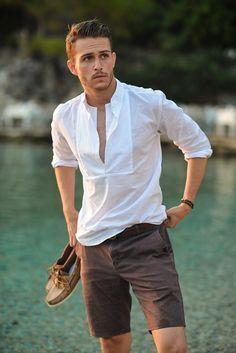 En verano, el hombre también puede ir elegante. Repineado por www.regalos-up.com