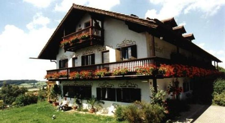 Hotel Garni Rottaler Hof Bad Griesbach This hotel is situated in a tranquil but central location on the outskirts of the Bavarian spa town of Bad Griesbach, close to Passau, the Bavarian Forest and the Austrian border.