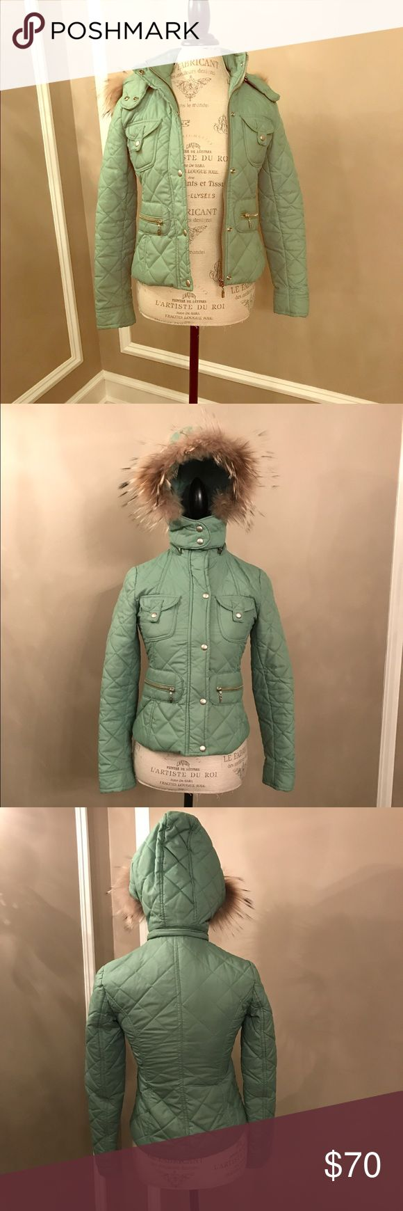 Green Junee Ladies Snow Coat Size S Green Junee Ladies Snow Coat Size S Real Fur on Removable Hood Four Front Pockets Zipper Front Two top snaps. Great Condition!Super Cute Junee Jackets & Coats