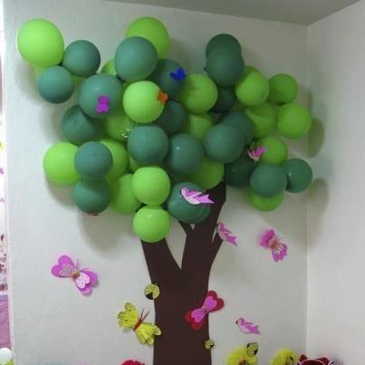 mural árbol con globos