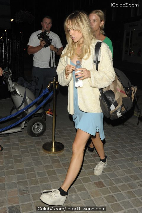 Suki Waterhouse Zayn Malik, and Alec Baldwin at Chiltern Firehouse http://icelebz.com/events/zayn_malik_suki_waterhouse_nad_alec_baldwin_at_chiltern_firehouse/photo2.html