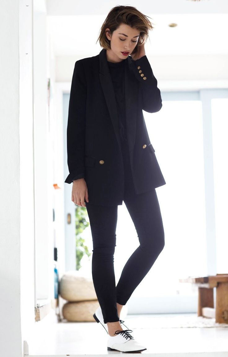 Black blazer, t-shirt, skinny jeans + white lace-up flats | @styleminimalism