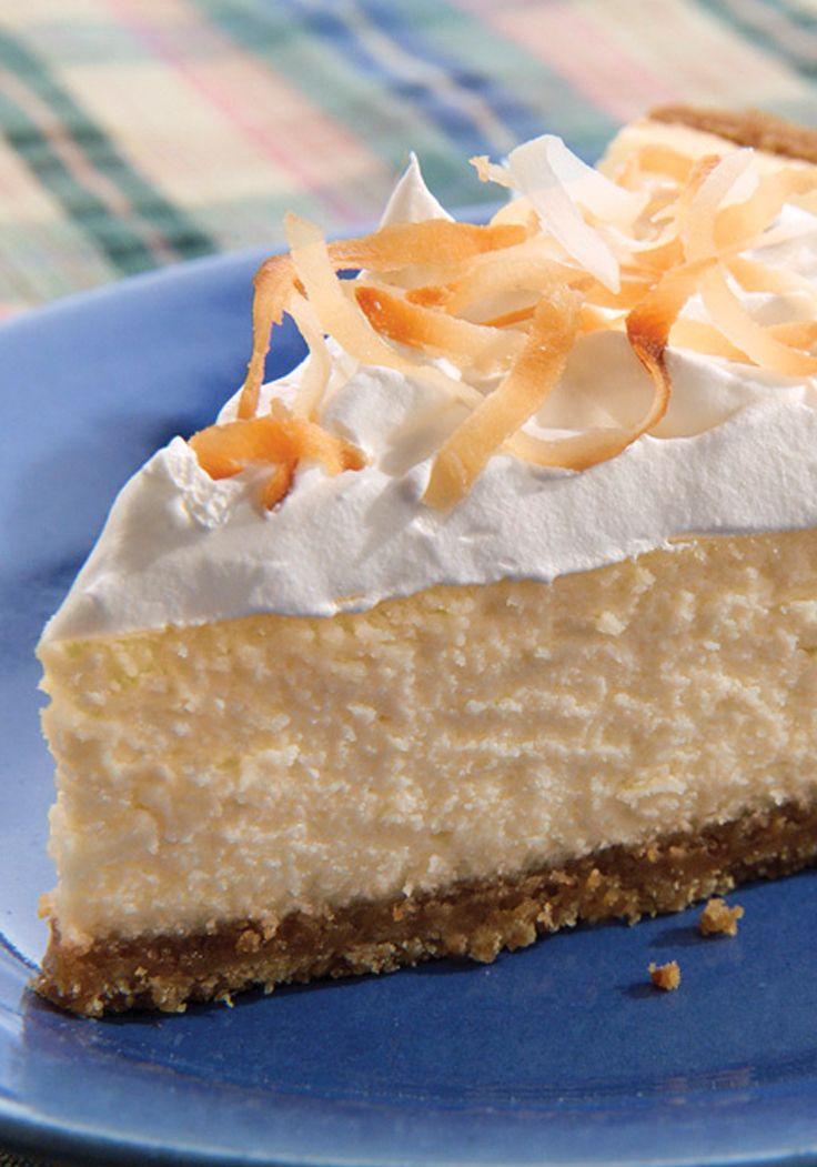 PHILADELPHIA® 3-STEP® cheesecake de coco.  Vainilla, leche de coco y queso crema se combinan para hacer un postre con sabor tropical.