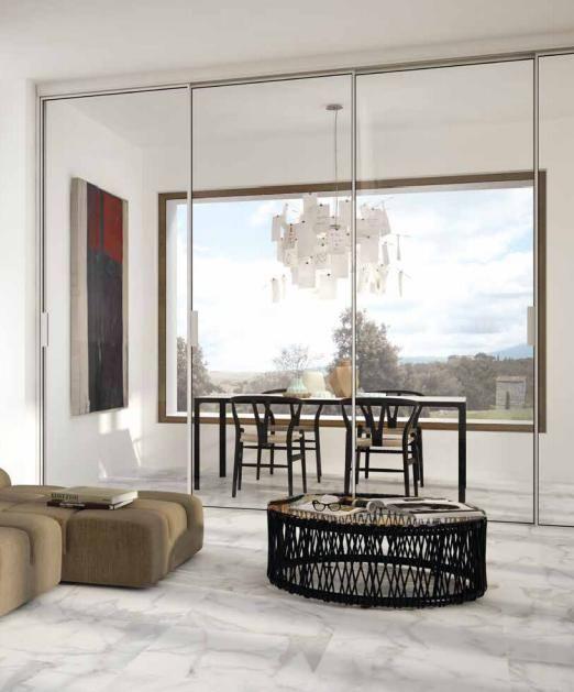 Prediligere una bellezza autentica, sinonimo di eleganza e di pacata naturalezza, da scoprire nelle delicate venature di un marmo bianco che ancora oggi rappresenta un'icona di stile e di seducente perfezione. #Statuario #Living #Marble #interior #design #architecture #beauty #sun #sofa #table #windows #glass #light #edilgres