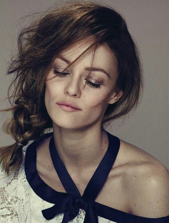 Ribbit ! Ribbit ! I'm a frog ! Vanessa Paradis is pretty enough to be a princess ! She's so beautiful ! If she kissed me, I'd turn into a prince !
