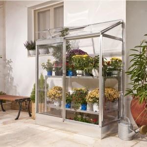 Dans le balcon ou la véranda, toutes mes plantes sont à l'abri des écarts de température dans cette petite serre de balcon. Une bonne idée déco et pratique ! http://www.amenager-ma-maison.com/mini-serre-adossable-PR-77.html