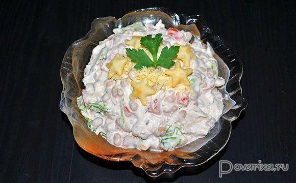 Куриный салат с фасолью, помидорами и сыром – рецепт с фото