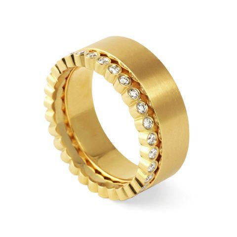 Så väljer du rätt material till ringen med stort R - Aurumforum.  Ringar i gult guld från Michael O'dwyer Goldsmith.