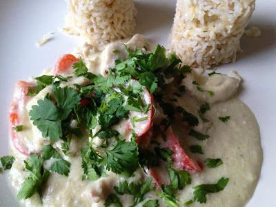 Quick Thai green chicken curry  70 g cashew nuts 3 spring onions, or half a small onion  1 large fresh green chilli 3 cloves fresh garlic, peeled 1 stalk lemon grass 2-3 Kaffir lime leaves 400 g tin of coconut milk 2 tablespoons fish sauce 1 red pepper/capsicum, cut in strips 650 g chicken breasts, cut in strips half cm thick 25 g olive oil A handful of chopped fresh coriander to garnish