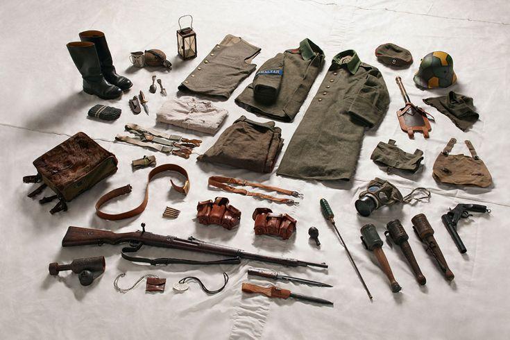 Foto de capa: equipamento usado por sargentos britânicos durante a Batalha do Somme, 1916. Acima: equipamento do soldado alemão durante a Batalha do Somme, 1916,