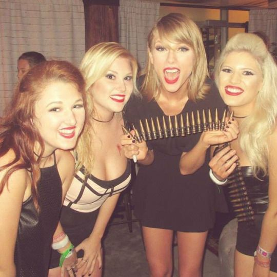 How can fans contact Taylor Swift?