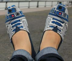 Beautifully TOMS shoes: Tom Shoes, R2D2 Toms, Toms Shoes, Star Wars, R2 D2, R2D2 Shoes, R2D2Toms, Fashion Pin, Starwars