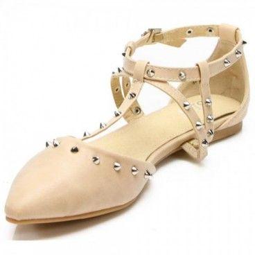 Rockig und feminin. Tragen sie die #Flats abends zum einem schlichten Outfit.Tagsüber können sie die #Sandalen zu einem lässigen Oversize Pullover, zu einer Röhrenjeans oder mit einer engen Stoffhose kombinieren.  Unser Preis: 11,90 €